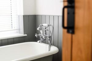 Серия статей об эфирных маслах. Эфирное масло для ванны: польза и вред